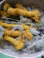 Wool dyed w moss